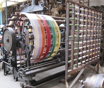 Warping Mill with coloured thread